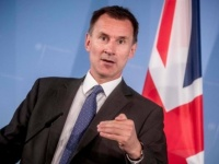 بريطانيا تعتزم تجميد الأصول الإيرانية كأول بند من العقوبات