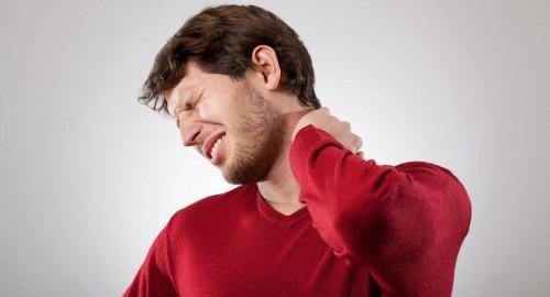 تعرّف على نصائح الأطباء لتجنّب الشعور بآلام الرقبة