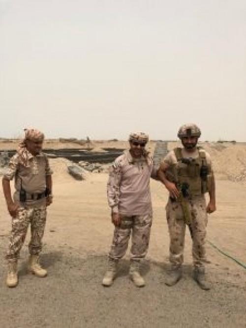 """قائد التحالف يزور كتيبة حزم """"1""""في بئر أحمد ونقطة المنصة غرب عدن (صور)"""