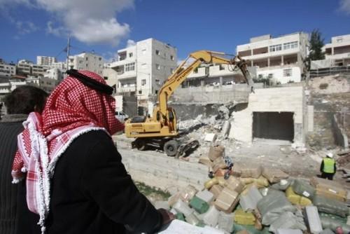 الاحتلال الإسرائيلي يهدم عشرات المنازل لفلسطينيين جنوبي القدس