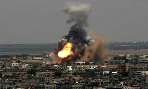 مقتل 20 سوريًا في قصف جوي على سوق شعبي غربي البلاد