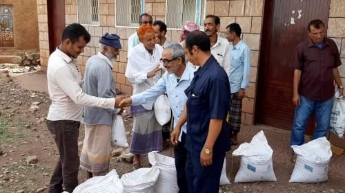تدشين توزيع البذور المحسنة للمزارعين في مديرية جحاف بالضالع