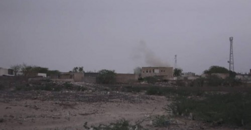 بمختلف أنواع الأسلحة..مليشيات الحوثي تقصف مواقع القوات المشتركة في حيس