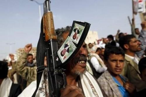 القتل على الطريقة الداعشية.. مليشيا الحوثي تمثل بحثث حلفائها