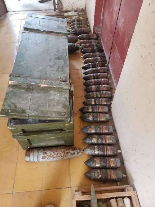 ضبط ذخائر وعبوات وقذائف هاون في العاصمة عدن (صور)