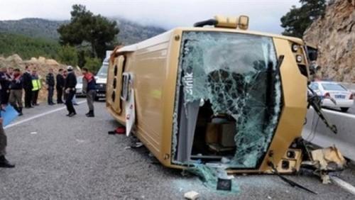 إصابة 25 سائحا من بولندا والنرويج في إنقلاب حافلة بتركيا