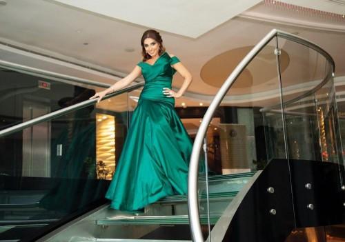 روجينا أنيقة بفستان أخضر في أحدث جلسة تصوير