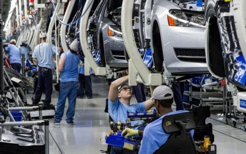 ضربة جديدة لنظام الملالي.. إيران تخصخص أكبر شركتين لصناعة السيارات