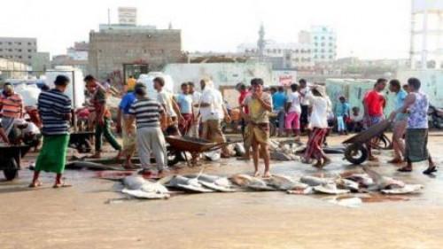 بعد رفضهم دفع إتاوات.. مليشيات الحوثي تطلق النار على الصيادين بالحديدة