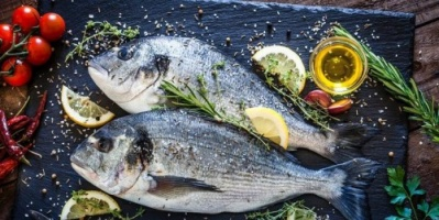 """""""ديلي ميل"""": تناول السمك يقلل خطر الإصابة بسرطان الأمعاء بنسبة 12 ٪"""