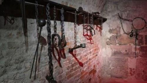سجون الحوثي القاتلة.. معلمون في مسالخ المليشيات