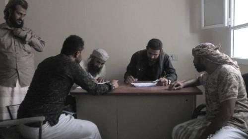 ألوية الدعم والإسناد تقدم مكرمة لأسر الشهداء في محافظة الضالع (صورة)