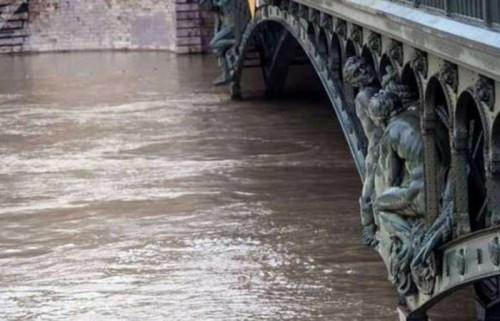 104 قتيل جراء الفيضانات العارمة في بنجلادش