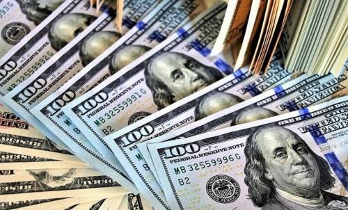 الدولار يقفز لأعلى سعر في شهرين