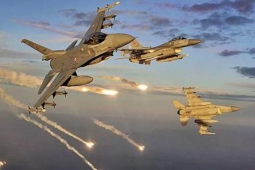 غارة جوية تركية تستهدف طائرة حربية لنقل الحجاج في ليبيا