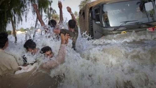 مصرع أكثر من 100 شخص إثر فيضانات موسمية ببنغلادش