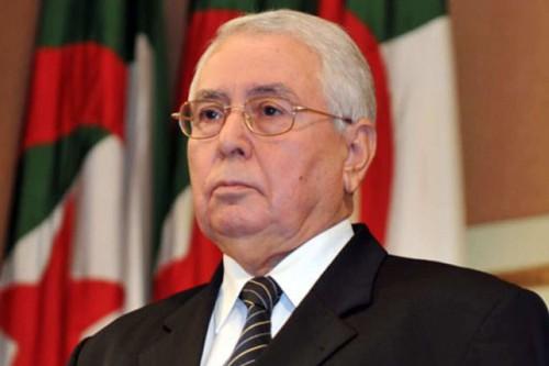 """الرئيس الجزائري المؤقت يعود لبلاده بعد مشاركته في جنازة """"السبسي"""" بتونس"""