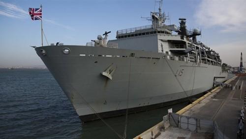 سفينة حربية بريطانية تصل إلى مياه الخليج لمرافقة سفن بلادها