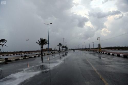 سقوط أمطار غزيرة على مرتفعات جازان بالسعودية