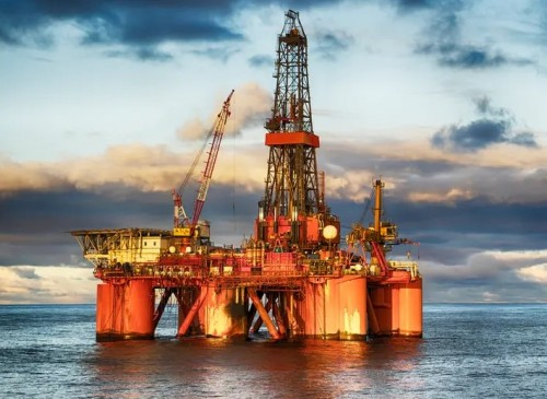 تقرير سعودي: التوترات بالمنطقة لم ترفع أسعار النفط بشكل حاد