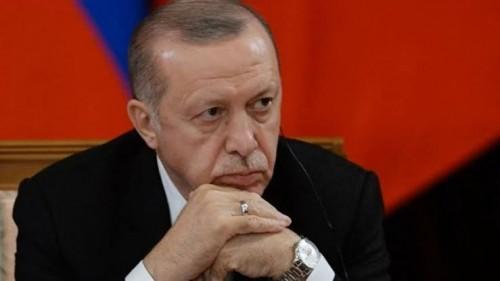 خبير: أردوغان يعيش أزمة خانقة