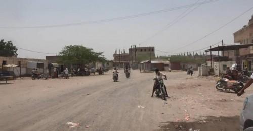 قصف حوثي مكثف على مواقع القوات المشتركة في حيس بالحديدة