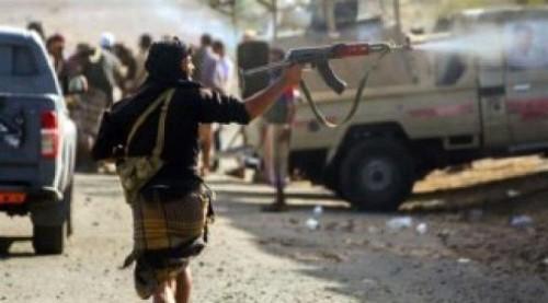 إصابة 3 مدنيين وتحطيم محلات في مواجهات مسلحة بين فصائل الإصلاح بتعز
