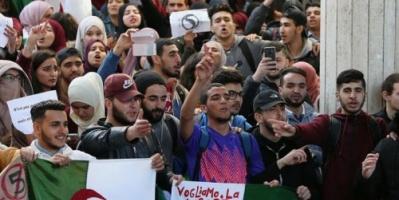 طلاب الجزائر يرفضون الوساطة ويطالبون بترحيل كافة رموز النظام السابق