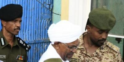 السلطات السودانية تسمح بخروج البشير من محبسه لتشييع جثمان والدته