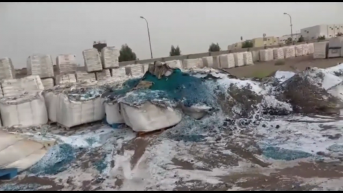 بالقذائف المدفعية..مليشيات الحوثي تقصف مجمع إخوان ثابت بالحديدة (فيديو)