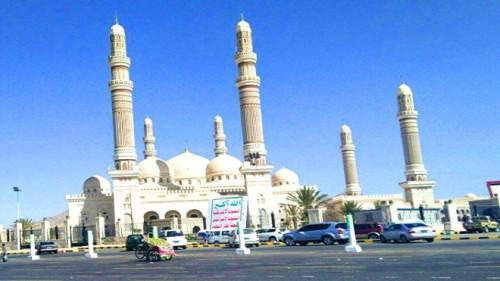شعارات الحوثي الزائفة تظهر في وقائع تحويل دور العبادة إلى مواقف سيارات