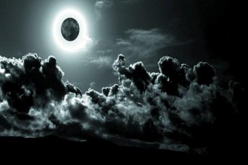 سماء أمريكا على موعد مع القمر الأسود الليلة