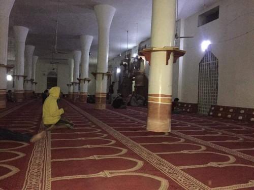 عاجل..إصابة إمام جامع ومقتل آخر على يد شقيق الأول في مسجد بإب