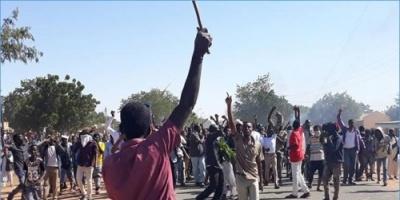 """""""العسكري السوداني"""" يوضّح حقيقة إصدار مرسوم بمعاقبة الشباب القاطعين للطرق"""