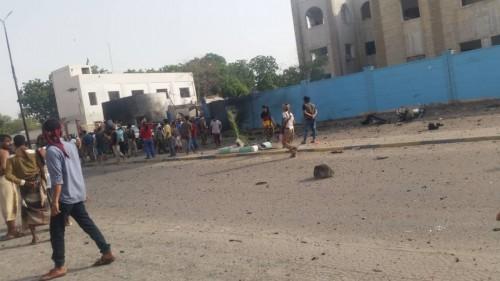 تفاصيل الهجوم الإرهابي الذي استهدف مركز شرطة الشيخ عثمان بعدن (صور وفيديو)