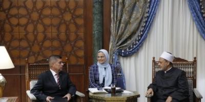 سفير فنزويلا بالقاهرة:  شيخ الأزهر يساهم في نشر التسامح والسلام العالمي