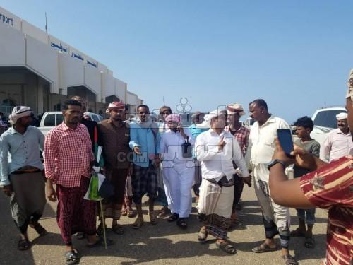 عقب عودته من رحلة علاجية.. استقبال حاشد لقائد الحزام الأمني بسقطرى (صور)