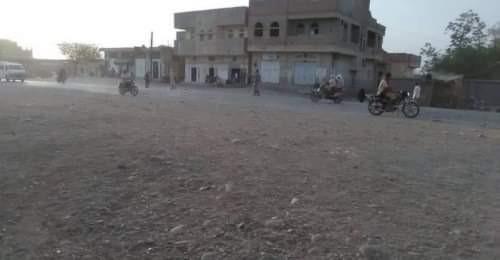 مليشيا الحوثي تستهدف تجمعات سكنية في حيس