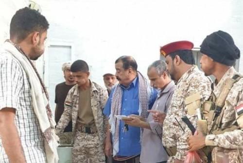 بن بريك يلقي نظرة الوداع على شهداء هجومي عدن