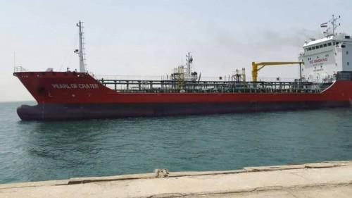 ميناء المكلا يستعد لاستقبال ناقلتي مازوت لتشغيل محطات الكهرباء