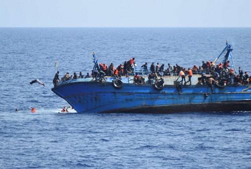 إنقاذ 75 مهاجرًا غير شرعيًا قرابة سواحل ليبيا