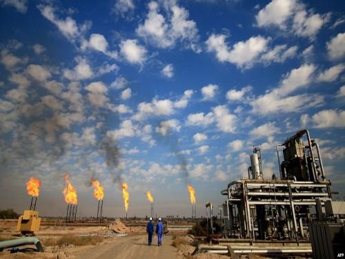 الكويت والعراق يوقعان اتفاقًا مع شركة بريطانية لتطوير حقول نفط مشتركة