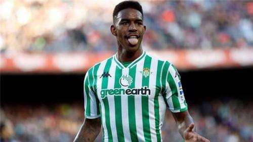 برشلونة يضم جونيور فيربو