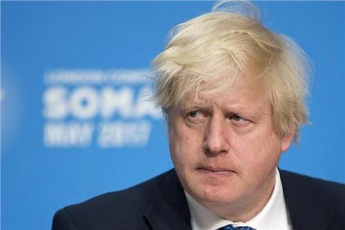 استنفار ببريطانيا بعد انهيار جزء من سد وسط إنجلترا.. وجونسون: يبدو مخيفًا