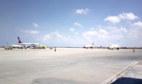 توقف حركة الملاحة بمطار معتيقة الليبي عقب تعرضه لقصف جوي