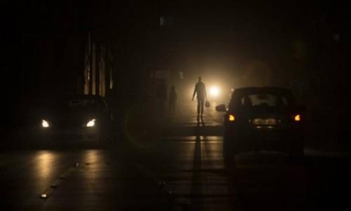 بعد انقطاع الكهرباء.. الظلام يغرق عشرات الملايين بإندونيسيا