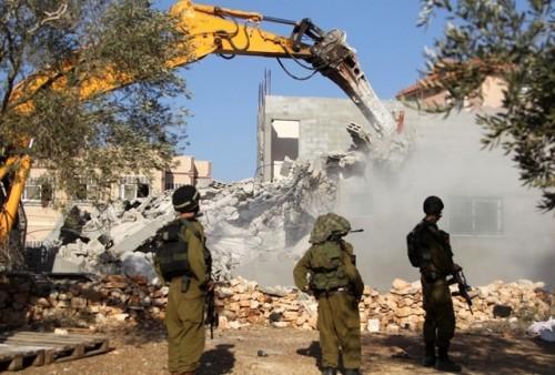 الاحتلال الإسرائيلي يهدم منزلًا لفلسطيين جنوبي بيت لحم