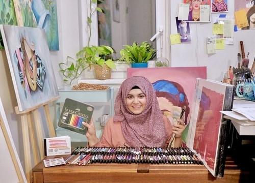 الألوان.. حيلة فتاة باكستانية للدفاع عن نساء بلادها (صور)