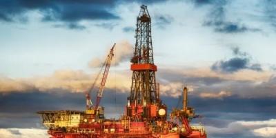 تراجع أسعار النفط وسط توقعات بنشوب حرب اقتصادية بين أمريكا والصين