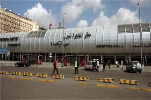 السلطات المصرية تحتجز ضابطًا رفيع المستوى من حماس بمطار القاهرة